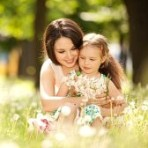 17014765-mother-and-daughter-in-the-park