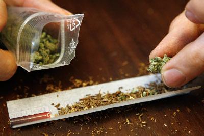 porro-de-marihuana-con-tabaco1.jpg